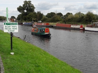 Relaxing cruise on the Gloucester to Sharpness canal from Saul anyone...?   (2 miles away)